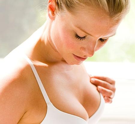 Врачи посоветовали, как правильно ухаживать за грудью в домашних условиях