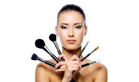 Визажисты раскрыли секрет идеального нанесения макияжа
