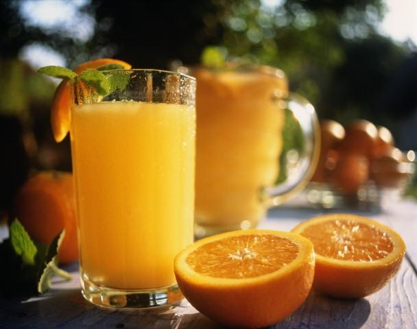 Польза апельсинового сока по утрам