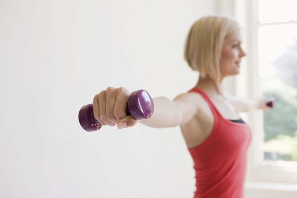 Три упражнения помогут сделать грудь красивой и упругой