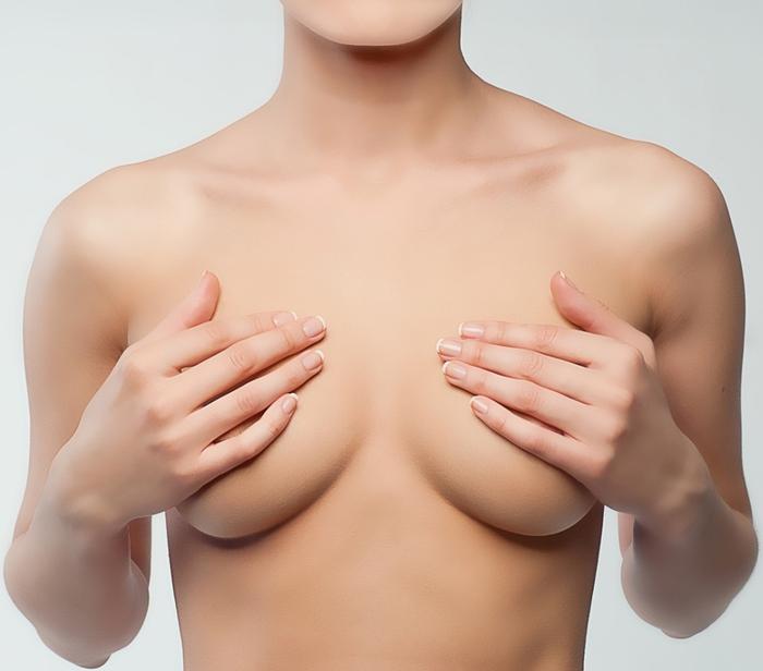 Красивая и упругая грудь